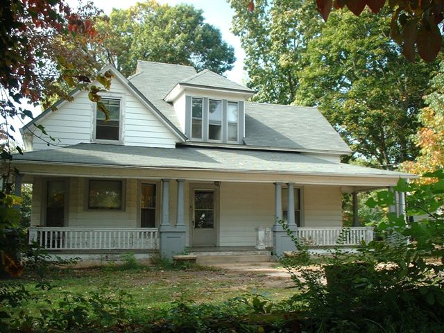 Victorian Home Hickory North Carolina for sale under $95,000 over 2600 squ ft. on .6 acre lot downtown historical district